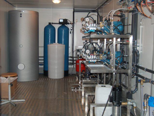 Local technique centre de lavage haute pression Expertise Lavage Auto. Inox, électrovannes pneumatiques